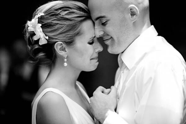 chorar durante a cerimônia de casamento